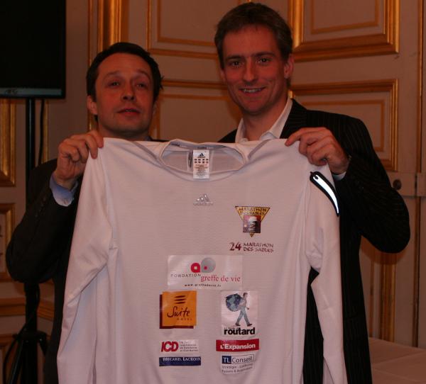 Pierre LAPEGUE, podologue ; Thomas LEGRAIN, Thomas Legrain, concurrent du Marathon des Sables 2009, dossard n°150
