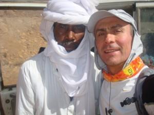 Thierry Adeline avec les hommes du désert.